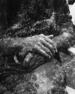 Photographie de mains en double exposition avec de l'écume